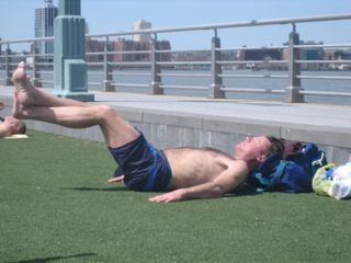 guy-doing-stomach-crunches.jpg