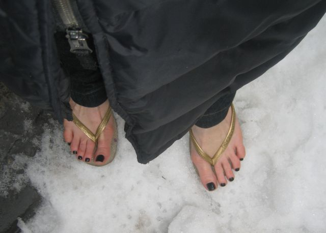 pedicure-flipflops-snow-2