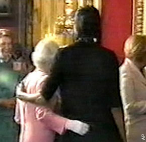 michelle_obama_queen_elizab