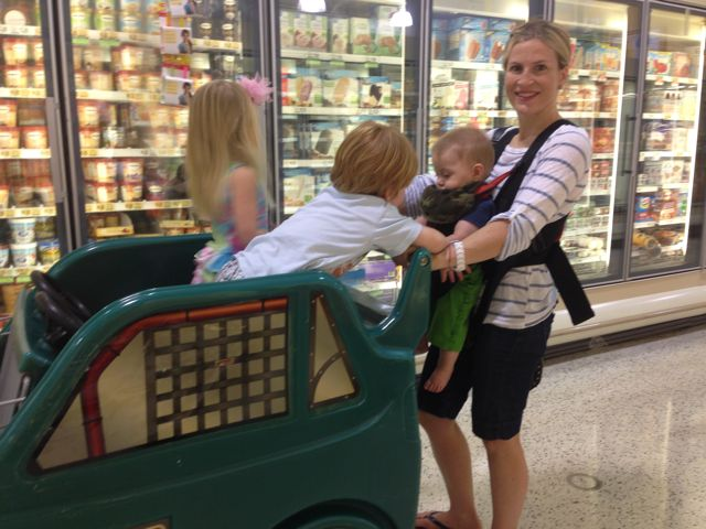 kelcey at grocery store with kids