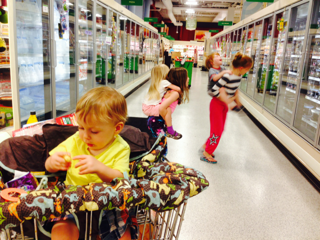 kids in grocery store