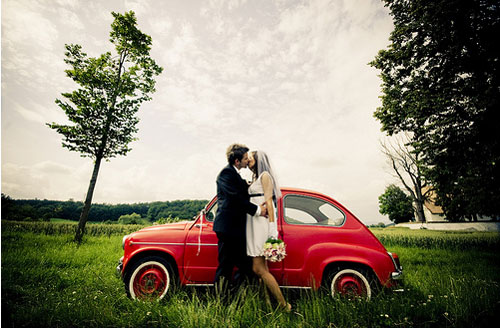 retro-wedding-couple-fiat